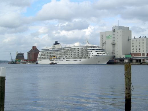 Fotos Kreuzfahrtschiff MS The World in Flensburg