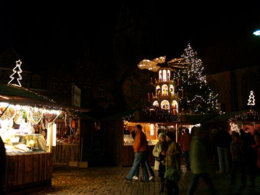 Die große Fielmann-Tanne kommt auf den Südermarkt in Flensburg