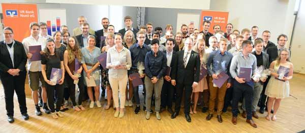 HS Flensburg: 60 Absolventinnen und Absolventen der Hochschule Flensburg feierten ihren Abschluss