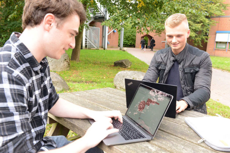 Flensburg: Studierende nehmen Stimmungen  bei Twitter unter die Lupe