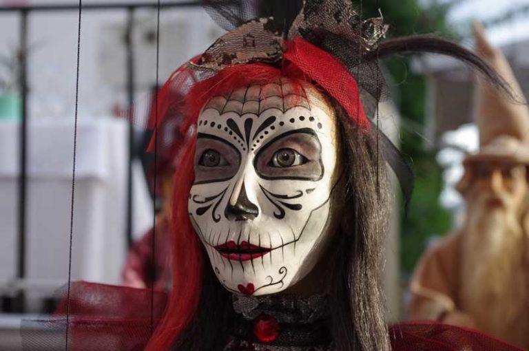 Maskenbild-Workshop in der Theaterschule