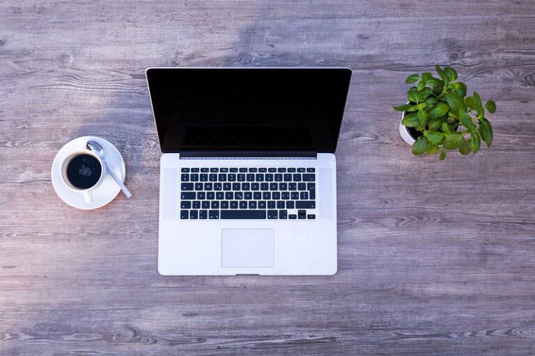 Berufstätige können sich online zur Weiterbildung in Flensburg beraten lassen