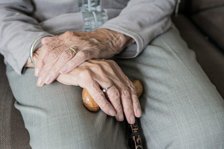 Pflege im Alter – Worauf sollte man achten?
